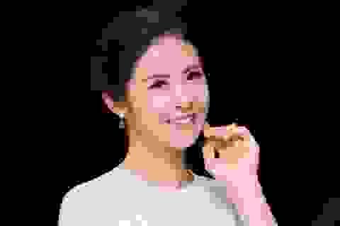 """Hoa hậu Ngọc Hân lo sợ khán giả """"ngất xỉu"""", """"tắt tivi"""" khi nghe mình hát"""
