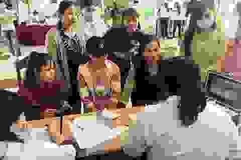 Cần đảm bảo tiền lương, việc làm ổn định cho lao động nữ