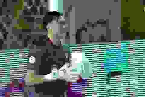 Cản phá 3 cú sút liên tiếp, thủ môn Văn Lâm nhận cơn mưa lời khen