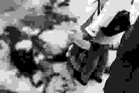 Người đàn ông chém vợ cũ giữa chợ rồi về nhà uống thuốc sâu tự tử