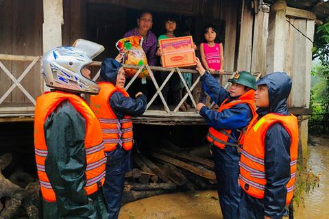 Thủ tướng quyết định xuất cấp 4.000 tấn gạo hỗ trợ miền Trung