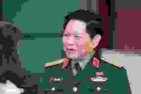 Bộ trưởng Quốc phòng: Sẽ bố trí việc làm cho con em các chiến sĩ hi sinh