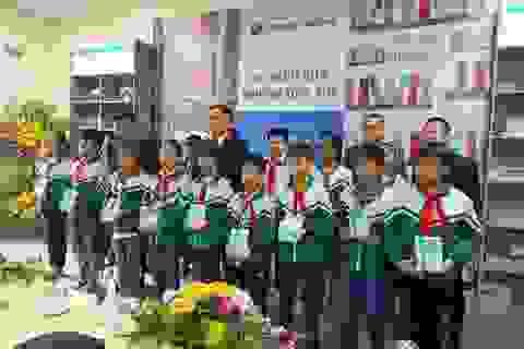 """Shinhan Finance trao tặng """"Tủ sách của những ước mơ"""" cho Thư viện Tỉnh Hà Nam"""