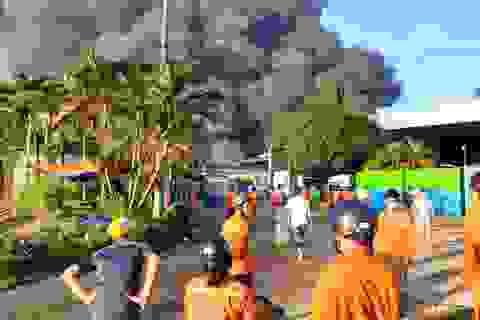 Cháy lớn tại công ty xử lý môi trường ở Bình Dương