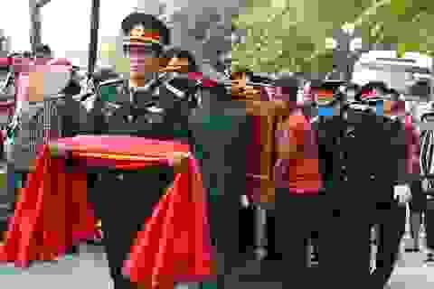 Hỗ trợ gia đình 35 liệt sĩ tại Rào Trăng 3 và Đoàn Kinh tế Quốc phòng 337