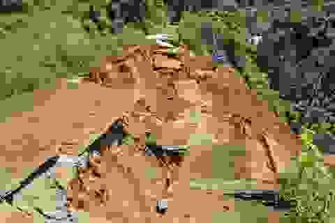 """Cận cảnh vụ sạt lở """"nuốt"""" con đường 27 tỷ đến nơi được UNESCO ghi danh"""