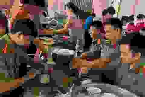 Tuổi trẻ Công an Bình Phước gói 3.000 bánh tét tiếp sức vùng lũ