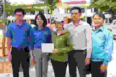 Trung ương Đoàn tặng quà cho trường học, người dân vùng lũ Quảng Bình