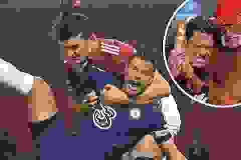 Tranh cãi nảy lửa về tình huống trọng tài không thổi phạt đền Man Utd