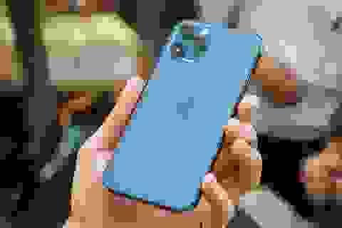 iPhone 12 Pro màu xanh hết hot, liên tục giảm giá tại Việt Nam