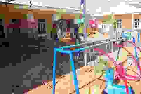 Quảng Trị: Do bị vùi lấp, hư hỏng, 11 điểm trường chưa cho học sinh đi học