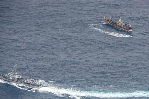 Đội tàu cá Trung Quốc khổng lồ càn quét vùng biển giàu tài nguyên
