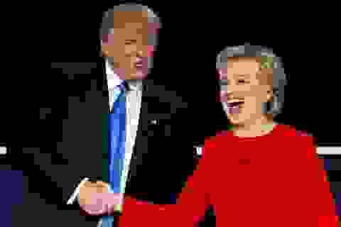 """Bầu cử Mỹ 2020: Ông Trump nói ông Biden """"kém thông minh"""" hơn bà Clinton"""
