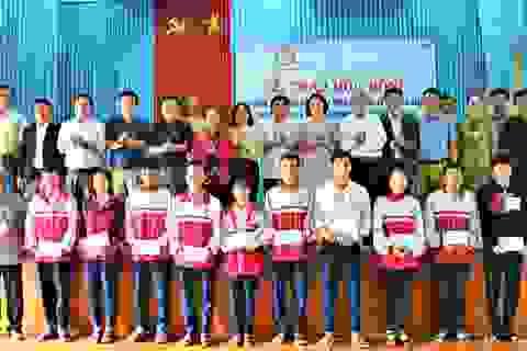 Quảng Trị: Trao hơn 300 suất học bổng cho học sinh nghèo vượt khó
