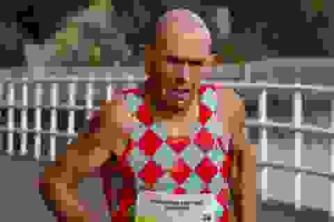 Vận động viên 60 tuổi phá kỷ lục ở đường chạy marathon