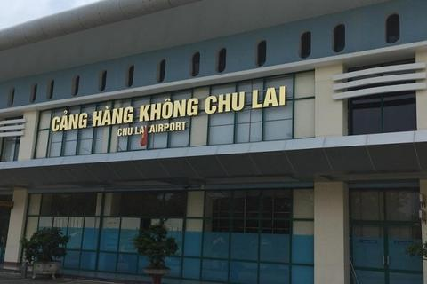 Nhà ga sân bay Chu Lai bị tốc mái, vỡ kính vì bão số 9