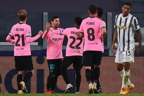 Juventus 0-2 Barcelona: Messi, Dembele tỏa sáng