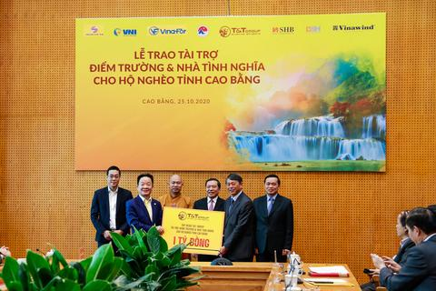 """""""Bầu Hiển"""" ủng hộ 5 tỷ đồng hỗ trợ người nghèo tỉnh Cao Bằng"""