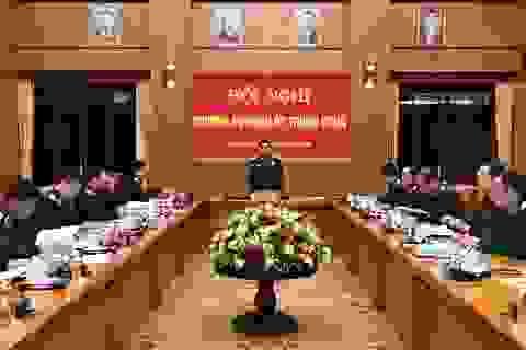 Bộ trưởng Quốc phòng: Các lực lượng quân đội khẩn trương tìm kiếm, cứu dân