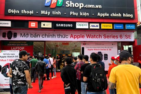 Trong 30 phút, FPT Shop 'cháy hàng' 500 suất Apple Watch S6 và SE