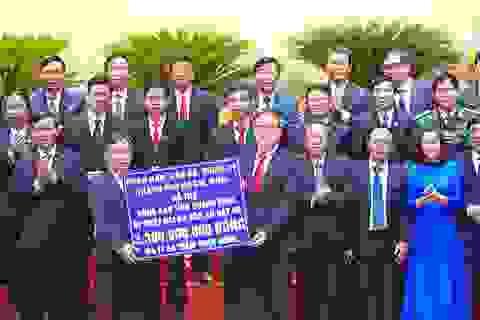 Người dân vùng lũ Quảng Bình nhận hỗ trợ hơn 3,6 tỷ đồng