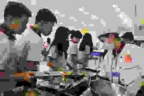 TP.HCM: 24 học sinh nhập viện nghi ngộ độc thực phẩm