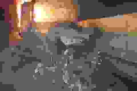 Xe đầu kéo tông thành cầu Dầu Giây, bốc cháy dữ dội