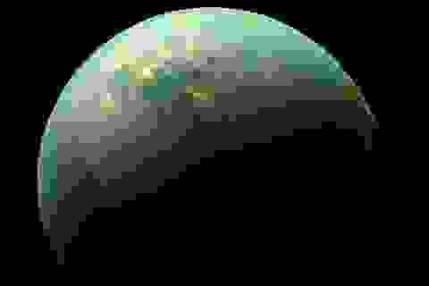 Phát hiện phân tử kì lạ trên Mặt trăng của Sao Thổ