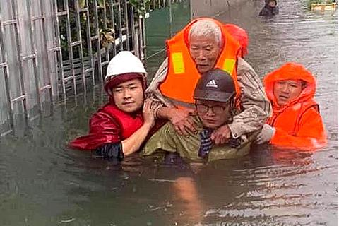 Cận cảnh thành phố Vinh bị nước bủa vây