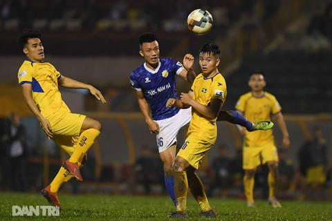 Hòa SL Nghệ An, CLB Nam Định trụ hạng thành công