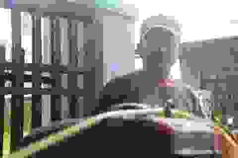 Người đàn ông bơm nước miễn phí cho dân sau bão lụt