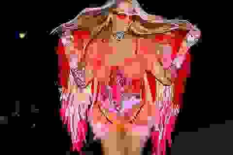 Paris Hilton khoe chân dài đi chơi Halloween