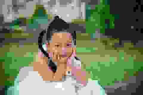 Thương bé gái xinh đẹp bị bố bỏ rơi khi đang chống chọi bệnh tật