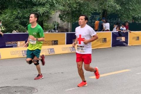 Ông Đoàn Ngọc Hải tiếp tục chinh phục đường chạy 42km ở Hà Nội