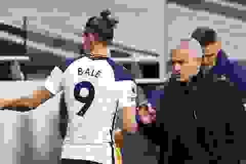 """Gareth Bale """"nổ súng"""", HLV Mourinho hồ hởi công kích Real Madrid"""