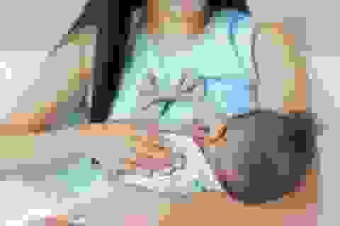 Tưởng bị tắc sữa, người mẹ trẻ bất ngờ nhận tin mắc ung thư vú