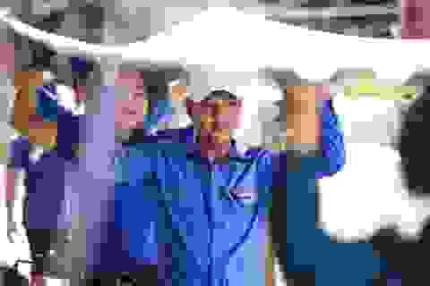 Áo xanh, khăn rằn phương  Nam ra miền Trung khắc phục hậu quả bão lũ