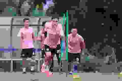 Quang Hải hứng khởi trên sân tập, chờ đấu Sài Gòn FC