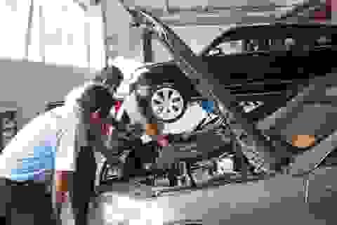 Mua ô tô cũ, vào hãng kiểm tra đã đủ yên tâm hay cần thuê thợ ngoài?