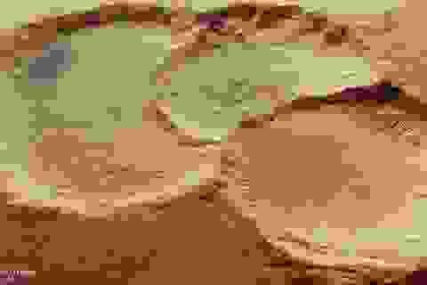 Hé lộ bộ ba miệng núi lửa kì lạ trên bề mặt Sao Hỏa