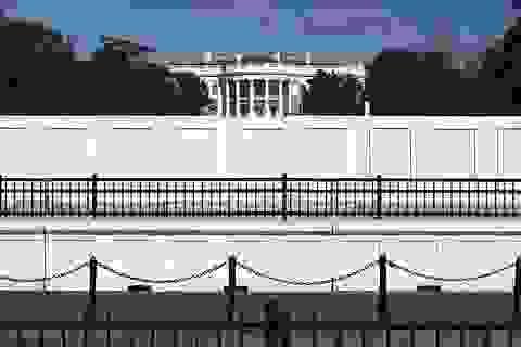 """""""Thành lũy"""" kiên cố xung quanh Nhà Trắng trước ngày bầu cử"""