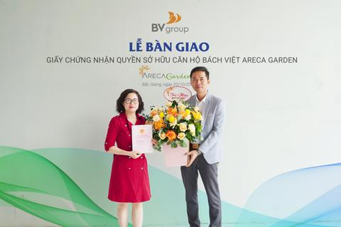 Khu đô thị Bách Việt Lake Garden bàn giao sổ đỏ cho cư dân