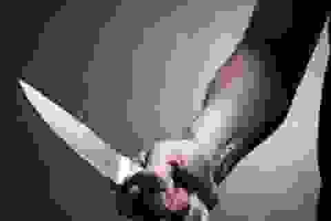 Bố đẻ dùng dao đoạt mạng con trai 8 tuổi
