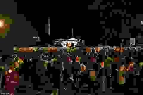 Bùng phát đụng độ bên ngoài Nhà Trắng trong đêm bầu cử