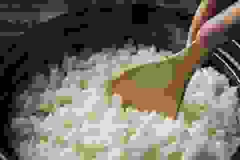 Cách nấu cơm để loại bỏ chất độc arsenic trong gạo