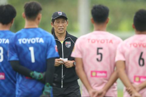 HLV Akira Nishino chốt danh sách đội tuyển Thái Lan