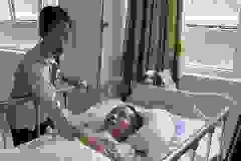 Khốn cùng cảnh vợ chăm chồng chấn thương sọ não không có nổi bát cơm ăn