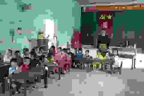 Hàng trăm học sinh học tạm hội trường thôn: Sẽ xây dựng nhà vệ sinh trước