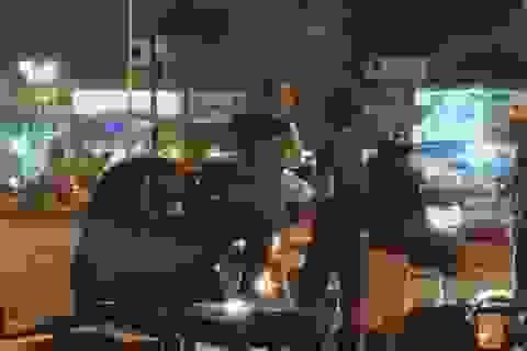 TPHCM: Công an làm việc với người đàn ông bắt cô gái quỳ giữa đường