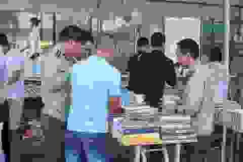 Thu giữ hàng loạt sách giả tại Hội chợ sách ở Hà Nội